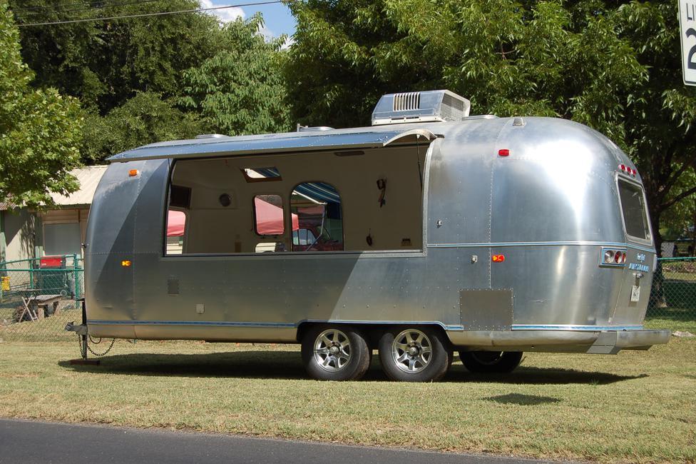 71 airstream safari food truck. Black Bedroom Furniture Sets. Home Design Ideas